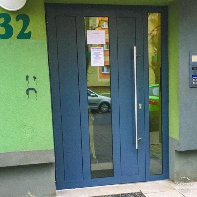 drzwi stalowe.